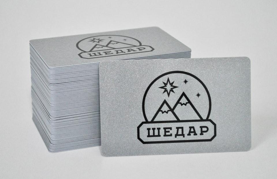 пластикові картки на срібному пластику