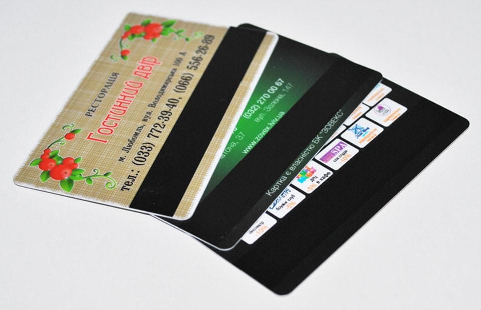 пластикові картки з магнітною лентою
